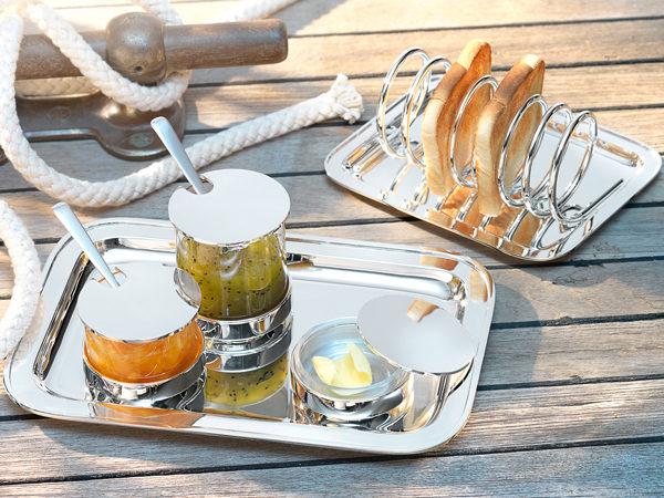 Breakfast-on-board_tray-with-rim3
